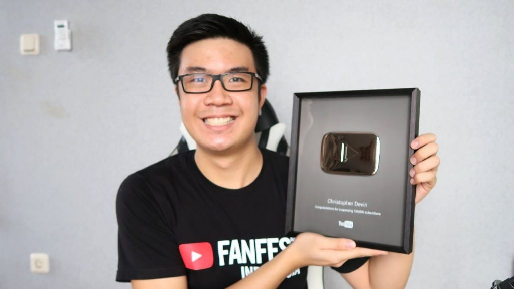 Youtuber Streaming Among Us Christopher Devin